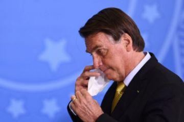 """Bolsonaro : """"Me cago"""" en la comisión que investiga compra de vacunas"""