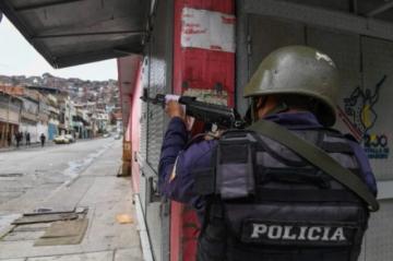 """Veintiséis muertos entre """"delincuentes"""" y policías dejan choques en barriada de Caracas"""
