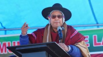 Luis Arce anuncia remodelar plaza de Laja y cuestiona la estatua de Alonso de Mendoza
