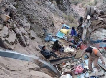 Bus se embarranca cerca de Sucre y causa la muerte de más de 30 personas