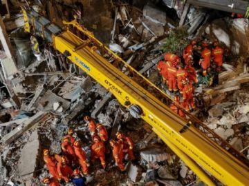 Reportan que hay al menos ocho muertos al derrumbarse un hotel en China