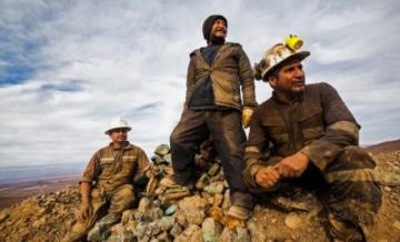 En el norte de Chile, zona rica en cobre, hay mineros que ven poco y nada de la bonanza