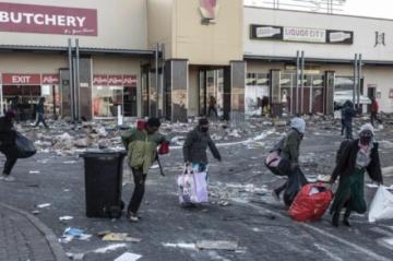 La escasez de productos amenaza a Sudáfrica en el sexto día de violencia