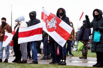 Condenan a 11 estudiantes y un profesor penas de cárcel por protestas en Bielorrusia, informa una ONG