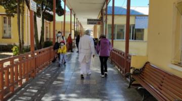 """Colegio Médico perfila que la cuarta ola será """"moderada"""" y llegará entre agosto y octubre a Bolivia"""