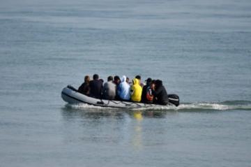 Llegan 430 migrantes a las costas de Inglaterra en un día