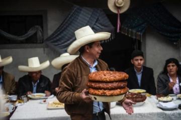 """Pedro Castillo, """"el primer presidente pobre"""" de Perú"""