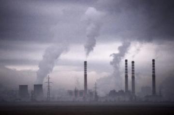 Registran nuevo récord mundial de emisiones de CO2 en 2023 por el desarrollo insuficiente de energías limpias