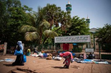 Reportan ataque con cuchillo contra el presidente interino de Malí durante la fiesta del Eid