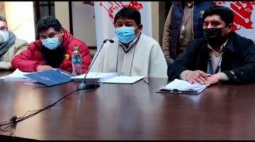 Gobernador anuncia que hará gestión por avasallamiento de Oruro al salar potosino