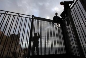 Más de 200 migrantes entraron en el enclave español de Melilla