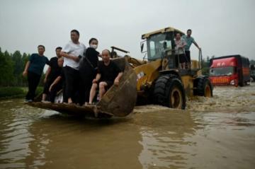 Reportan evacuación en China de una localidad amenazada por el agua