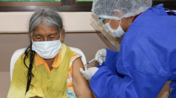 """""""Si no se vacuna a tiempo, la eficacia disminuye"""", alerta médico tras retraso de segundas dosis"""