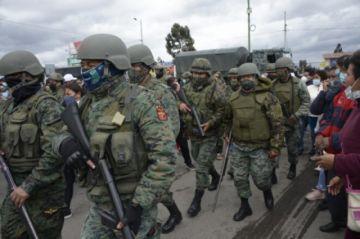 Ecuador declara emergencia en cárceles tras motines con 22 muertos y una agente violada