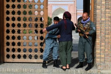 El gobierno afgano desmiente que los talibanes controlen el 90% de las fronteras del país