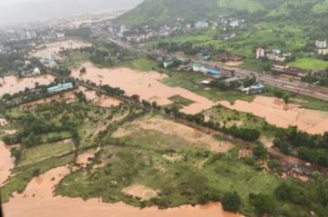 Reportan que hay al menos 79 muertos y decenas de desaparecidos por lluvias monzónicas en India