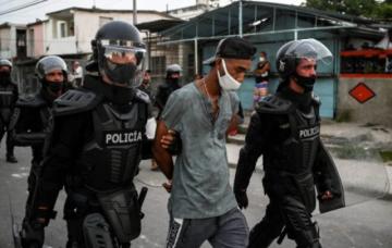 Unos 60 cubanos procesados por protestas del 11 de julio, anuncian autoridades