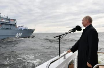 "Putin elogia a la flota rusa, capaz de destruir ""cualquier objetivo"""