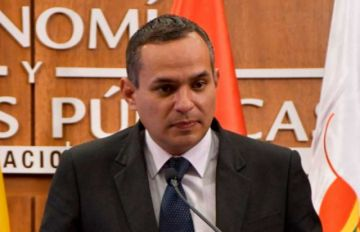 Juez dicta detención domiciliaria para exviceministro Carlos Schlink por crédito del FMI