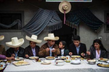 """Castillo, """"el primer presidente pobre"""" de Perú"""