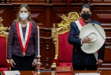 Castillo anuncia reforma constitucional al asumir Presidencia de Perú