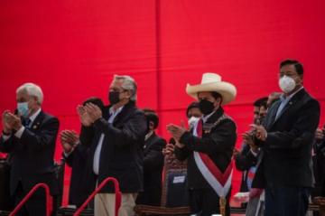 Castillo nombra a exguerrillero de canciller al juramentar gabinete en Perú