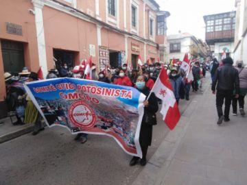 Potosinos marchan en defensa de sus recursos naturales y contra la persecución política