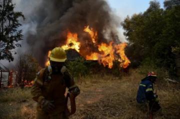 El fuego devora el noroeste de la península griega del Peloponeso