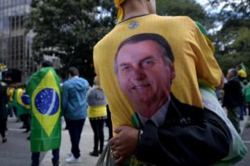 Manifestantes pro-Bolsonaro protestan contra sistema electoral en Brasil