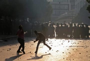 Reportan choques entre policía libanesa y manifestantes en aniversario de explosión
