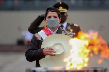 Castillo designa una nueva cúpula militar en Perú