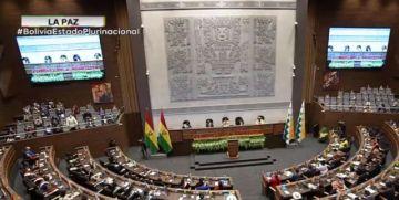 En desarrollo la sesión de honor en homenaje al 196 aniversario de Bolivia, desde La Paz