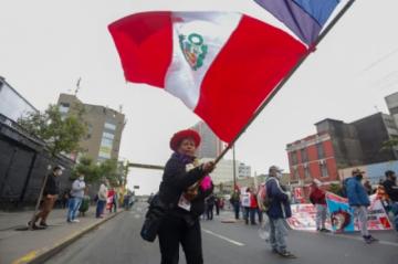 Unos 2.000 peruanos protestan contra el gobierno de Castillo y demandan su destitución