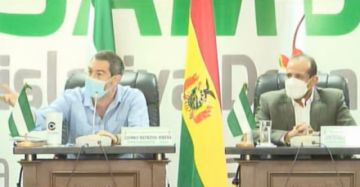 Informe de Camacho en el Legislativo cruceño es empañado por gritos de 'golpe' y 'fraude'
