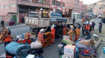La Paz: Alcaldía evacúa a 14 familias por riesgo de colapso de viviendas en Cotahuma