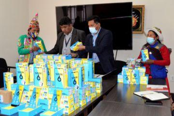 El Ministerio de Educación entregó celulares y computadoras para estudiantes de Potosí