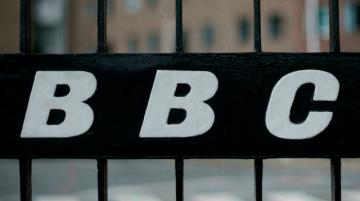 Expulsión de periodista de BBC responde a trato dado a medios rusos, según Moscú