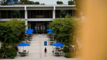 Las universidades de EEUU divergen sobre el covid en la vuelta a clases