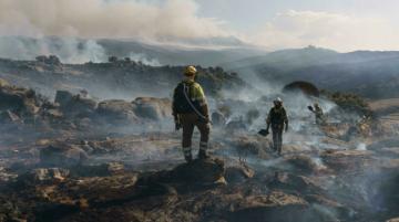 Avanzan en contención de gran incendio en España, donde termina ola de calor