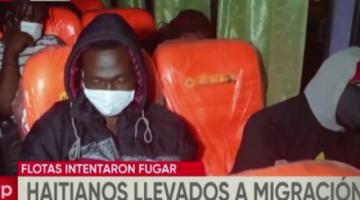 Dos buses trasladaban 80 haitianos de Cochabamba hacia La Paz