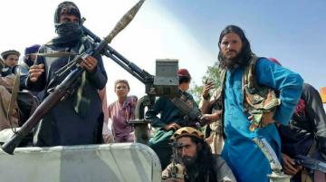Talibanes toman control de Afganistán y el pánico se apodera de Kabul