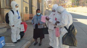 Estudiantes de enfermería apoyan vacunación casa por casa contra el coronavirus
