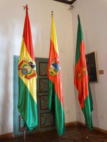 La bandera solo es rojo, amarillo y verde desde 2004