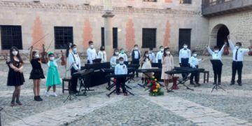 Pianissimo rindió homenaje a la Bandera boliviana