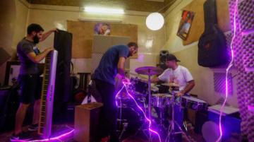 Video musical arrasa en Siria por burlarse de los cortes de electricidad