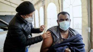 Sudáfrica lucha contra el rechazo a las vacunas anticovid