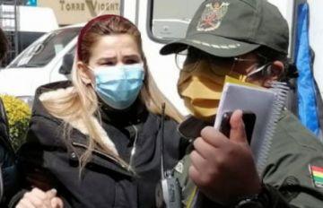 Jeanine Áñez atenta contra su vida; es atendida por médicos