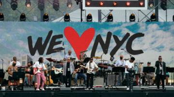 Con pandemia y amenaza de huracán, Nueva York celebra un concierto con miles de personas