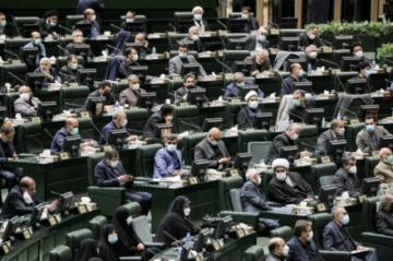 Parlamento iraní debate voto de confianza al gobierno del presidente Raisi