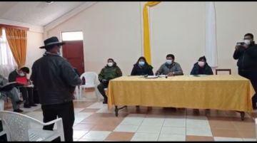 Buscan solución al bloqueo del camino Potosí-Sucre